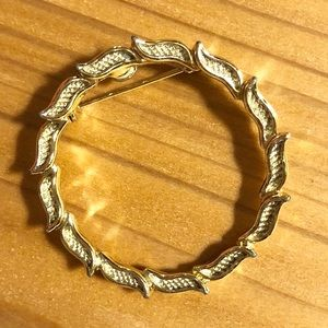 Earwarmer Brooch/Pin - Circle of Etched Leaves